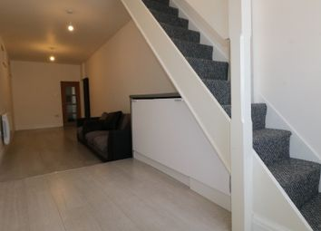 2 bed semi-detached house to rent in Castleview Gardens, Essex IG1