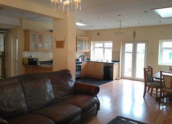 4 bed semi-detached house to rent in Montcalm Road, Charlton SE7
