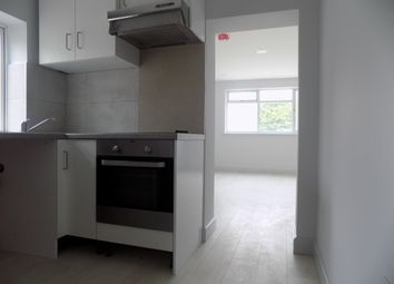 Thumbnail 1 bed flat to rent in Marsh Road, Luton, Bedfordshire
