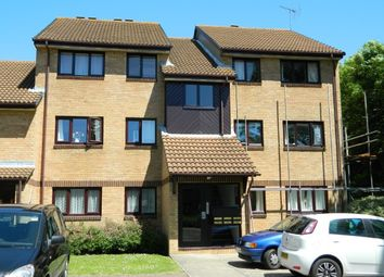 Thumbnail 2 bed flat to rent in Manor Fields, Horsham