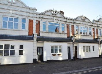 Thumbnail 2 bed flat to rent in Glendale Gardens, Leigh-On-Sea