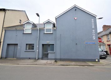 2 Bedroom Ground Floor Flat, Trinity Street, Barnstaple EX32. 2 bed flat