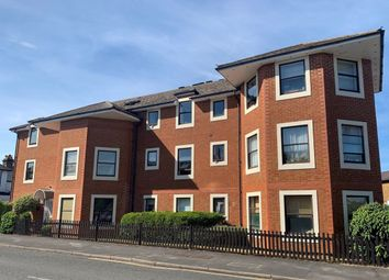 2 bed flat to rent in Norfolk Road, Maidenhead SL6