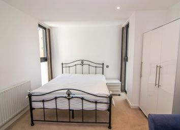 Thumbnail Room to rent in Ocean Wharf, London