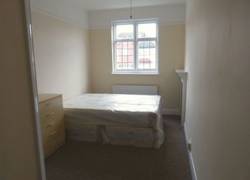 Thumbnail Property to rent in Oakfields Road, Golders Green, London