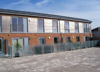 Thumbnail 2 bed flat to rent in Luna Place, St Albans