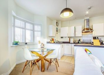 2 bed flat to rent in Poplar Road, Esher KT10
