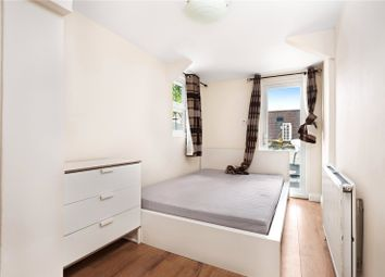 Thumbnail 4 bed flat to rent in Clapham Common South Side, Clapham, London