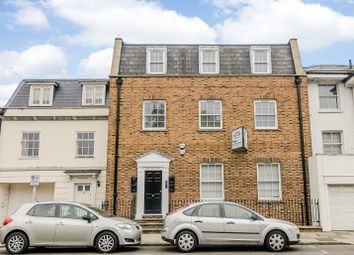 Thumbnail 2 bedroom flat to rent in Hampton Court Road, East Molesey