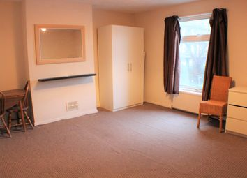 Thumbnail Room to rent in Somerset Road, Ashford