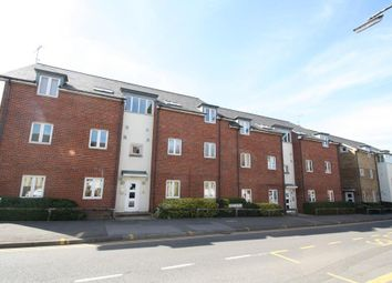 Thumbnail 2 bedroom flat to rent in Hieatt Close, Mount Pleasant, Reading