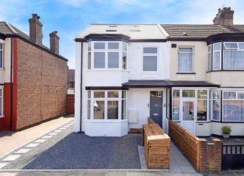 Thumbnail 3 bedroom flat for sale in Framfield Road, Mitcham