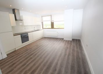 Thumbnail 2 bed flat to rent in Lyonsdown Road, New Barnet, New Barnet