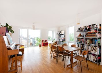 Thumbnail 2 bed flat to rent in Queensbridge Road, Haggerston