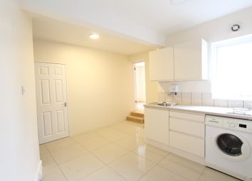Thumbnail 2 bed flat to rent in Glademore Road, London
