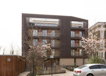 Grove Park, Camberwell SE5. 2 bed flat for sale