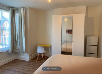 Room to rent in Killyon Road, London SW8