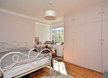 Thumbnail 2 bed flat to rent in Sutton Court Road, Turnham Green