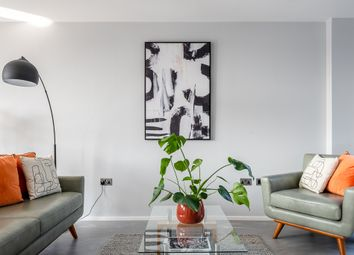 Shore Road, London E9. 2 bed flat for sale