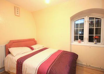 Thumbnail Room to rent in Hazelwood House, Evelyn Street, London