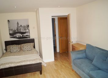 Thumbnail Room to rent in 12 Newport Avenue, Canary Wharf. London