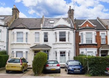 Thumbnail 3 bed flat to rent in Earlsfield Road, London