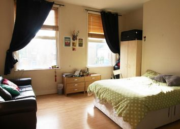 Thumbnail 3 bed maisonette to rent in Green Lanes, Newington Green