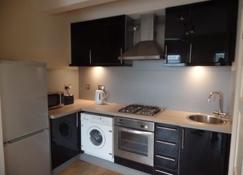 Thumbnail 3 bed flat to rent in Battersea Park Road, Battersea Park