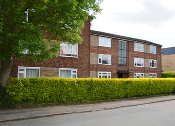 2 bed flat to rent in Cozens Road, Ware SG12