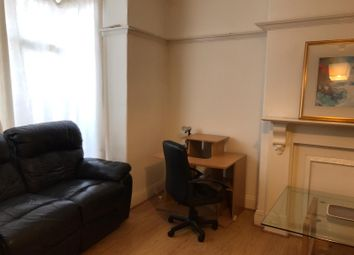 Room to rent in Brudenell Avenue, Leeds, Hyde Park LS6