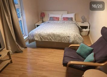 1 bed property to rent in Jansen Walk, London SW11