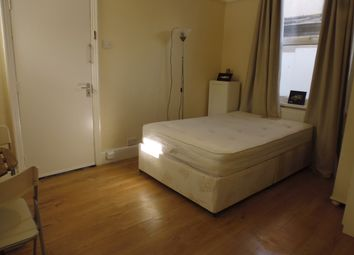 Thumbnail Studio to rent in Brookwood Road, Southfields