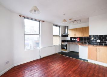 2 bed flat to rent in High Road Leytonstone, London E11