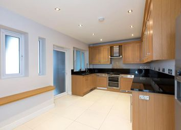 Thumbnail 3 bed flat to rent in Wellington Road, London