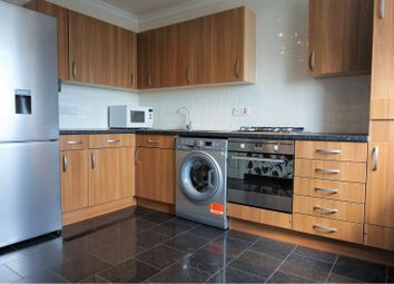 Heaton Avenue, Romford RM3. 2 bed flat