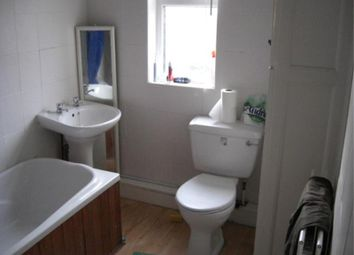 Thumbnail 2 bedroom shared accommodation to rent in Hessle Road, Hyde Park, Leeds