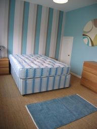 Room to rent in Barnfield Place, London E14