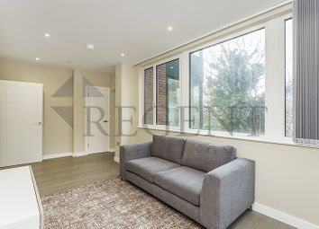 Thumbnail 2 bed flat to rent in High Street, Bromley