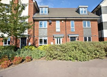 Fullbrook Avenue, Spencers Wood, Reading RG7. 3 bed town house