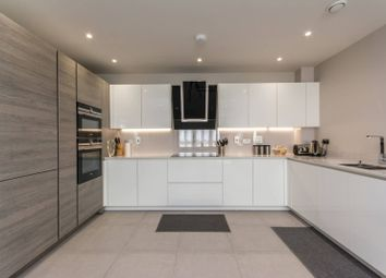 Thumbnail 3 bedroom flat for sale in High Road, North Finchley