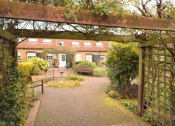 Howell Hill Close, Mentmore, Leighton Buzzard, Bedfordshire LU7. 2 bed cottage
