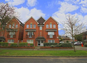 Thumbnail 2 bed flat to rent in Merton Road, Slough, Berkshire