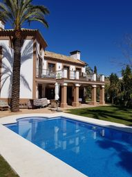 Thumbnail Detached house for sale in La Resina Golf Country Club, Estepona, Málaga, Andalusia, Spain