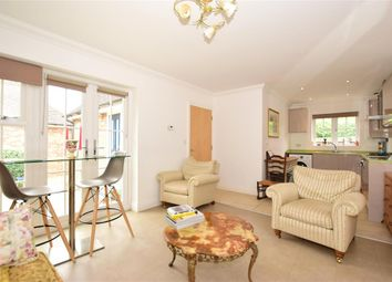 Hazlitts Place, Maidstone, Kent ME15. 2 bed detached bungalow