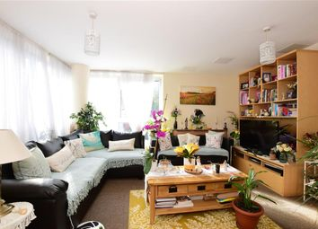 Axon Place, Ilford, Essex IG1. 2 bed flat