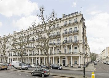 Thumbnail 4 bed flat to rent in Queen's Gate, London