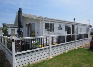 Thumbnail 2 bedroom mobile/park home for sale in Hythe Road, Dymchurch, Romney Marsh