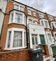 2 bed flat to rent in Prideaux Road, Clapham SW9