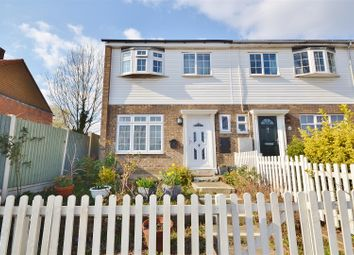 Thumbnail End terrace house to rent in Amwell View, New North Road, Haianult