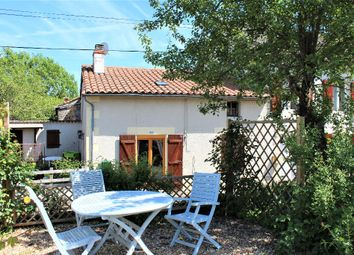 Thumbnail 3 bed property for sale in Poitou-Charentes, Vienne, L'isle Jourdain